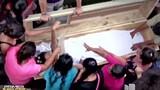 Hoảng hốt xác chết từ dưới mộ đập quan tài kêu cứu