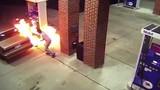 Làm cháy cây xăng vì đuổi... nhện