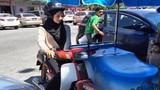 Nữ sinh 9X Malaysia bất ngờ nổi tiếng khi đi bán kem