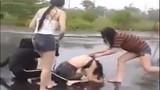 Nữ sinh Đà Nẵng bị đánh hội đồng: Vì chửi nhau trên mạng?