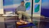 Kinh ngạc người đàn ông chơi guitar bằng chân đẳng cấp