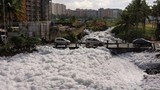 Kinh hãi cảnh hồ bẩn nhất Ấn Độ sủi bọt như tuyết