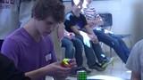 Chàng trai tuổi teen lập kỷ lục thế giới về xoay Rubik