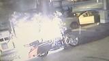 Cái kết đắng cho thanh niên bơm xăng khi xe nổ máy