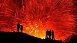 Ngoạn mục cảnh núi lửa phun trào dung nham đỏ rực