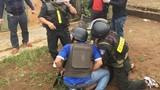 Cảnh sát bao vây kẻ truy nã đặc biệt trên đồi cà phê