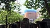 Rùng mình chung cư view nghĩa trang đầy rẫy ở Hà Nội