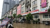 """Cư dân biệt thự triệu đô lại """"chèo thuyền"""" sau mưa"""