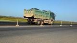Xe quá tải lộng hành trở lại cày nát đường Quảng Bình