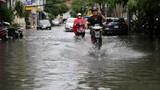 Mưa lớn, đường vào sân bay Tân Sơn Nhất lại ngập