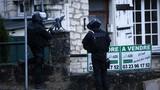 Hai nghi can vụ xả súng ở Pháp đang giam giữ con tin