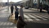 Thân nhân mỏi mòn chờ tin hành khách máy bay Ai Cập mất tích