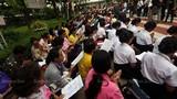 Hàng nghìn dân đổ về Bangkok cầu nguyện cho vua Thái Lan