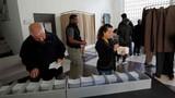 Ảnh: Dân Pháp đi bỏ phiếu vòng 1 bầu cử Tổng thống
