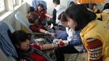 Dòng người ùn ùn đến HV Báo chí cho máu