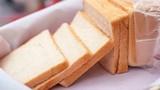 Chỉ với 1 chiếc bánh mì bạn đã có thể tẩy sạch cao răng hiệu quả
