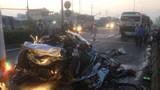 Xe container tông nát ô tô con, cả gia đình tử vong