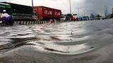 Cửa ngõ Sài Gòn hỗn loạn sau cơn mưa như trút nước