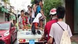 Ôtô UBND phường chở hàng chục trẻ em trên thùng xe gây sốc