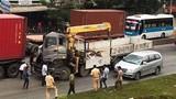 Phụ xe kêu cứu thảm thiết trong xe tải bẹp dúm trên QL1