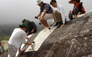 Bí ẩn những hình khắc trên đá ở Sa Pa