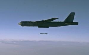 Mỹ điều cả B-52 để không kích xưởng chế ma túy của Taliban