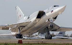 """Tại sao tàu sân bay Mỹ phải """"chết khiếp"""" trước Tu-22M3 Nga?"""
