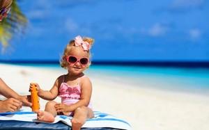 10 mỹ phẩm mẹ tuyệt đối không dùng cho bé