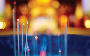 Khi dâng hương cúng Phật nên thắp nhiều hay ít?