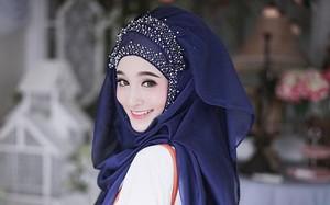 """""""Hot girl Hồi giáo"""" trùm đầu kín mít vẫn xinh đẹp rạng ngời"""