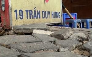 Ảnh: Đá bền 70 năm nát bét trên vỉa hè Hà Nội