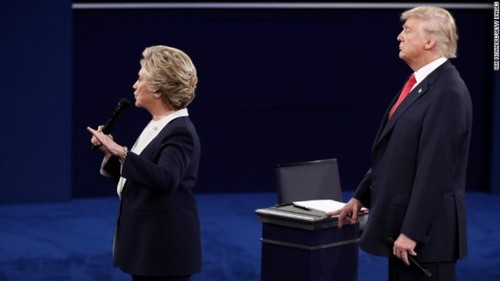 "Nguoi thang, ke thua trong tran ""so gang"" thu hai Clinton-Trump"