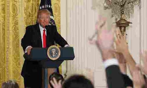 Tong thong Donald Trump lam gi trong thang dau nham chuc?-Hinh-2