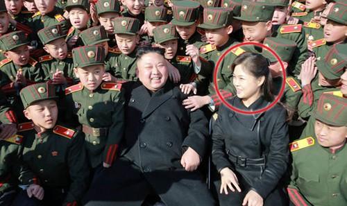 Vo ong Kim Jong-un tai xuat sau gan 1 nam vang bong