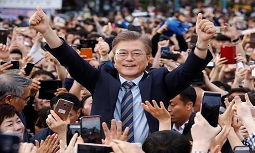 Tong thong Moon Jae-in de cu 4 chuc vu quan trong dau tien