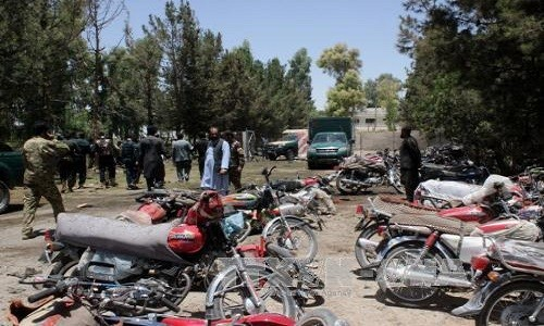 No bom xe ngoai ngan hang Afghanistan, 70 nguoi thuong vong