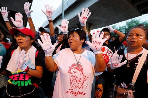 Cuu Thu tuong Yingluck vang mat, toa ra lenh truy na-Hinh-2
