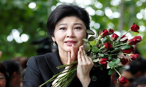 Cuu Thu tuong Yingluck vang mat, toa ra lenh truy na
