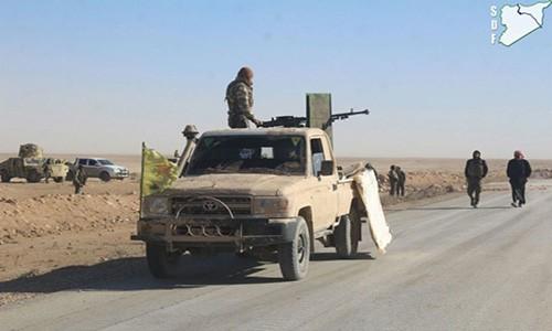 Phien quan IS phan cong du doi SDF tai Deir Ezzor