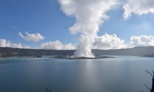 Video: Hai hung canh nui lua phun trao o Vanuatu