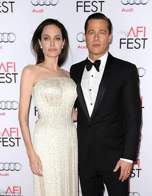 Brad Pitt goi bo me moi ngay vi roi vao tinh canh toi te