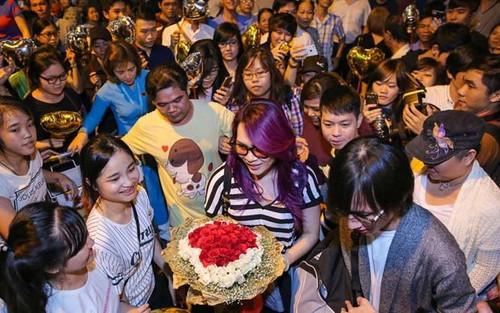 Fan Ho Ngoc Ha da xoay My Tam dung tien mua fan