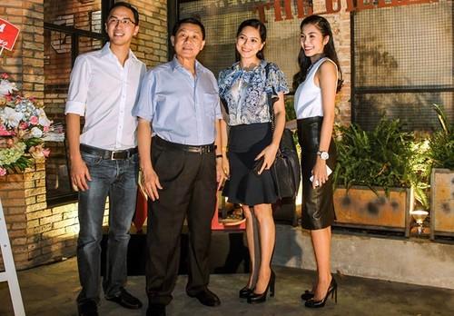 Bat ngo su trung hop ky la giua Tang Thanh Ha va me chong dai gia-Hinh-2