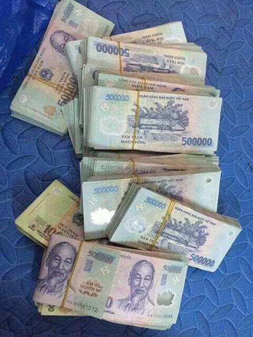 """Thuc hu chuyen boc tien """"khung"""" sau 1 dem dien cua Ung Hoang Phuc"""