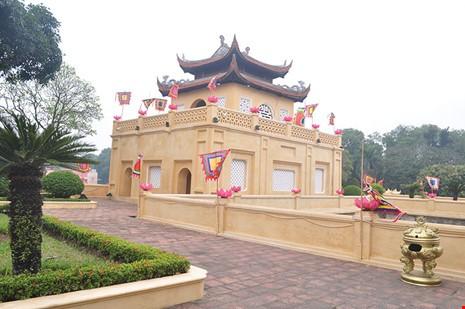 "Sau Van Mieu, Hoang Thanh Thang Long mac ""ao moi"""