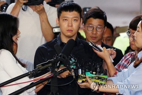 Tiep vien linh an tu sau cao buoc bi Park Yoochun cuong hiep-Hinh-2
