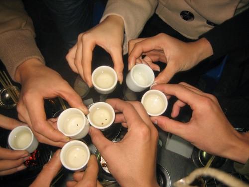 Nguy co dot quy tang cao ngay Tet vi ruou bia, banh keo-Hinh-3