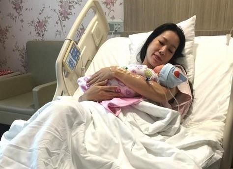 Nhung my nhan Viet U50 van sinh con bat chap tuoi tac-Hinh-2