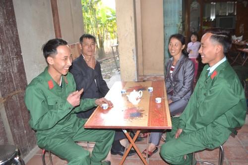 Chuyen thu vi cap song sinh giau gia dinh di bo doi-Hinh-2