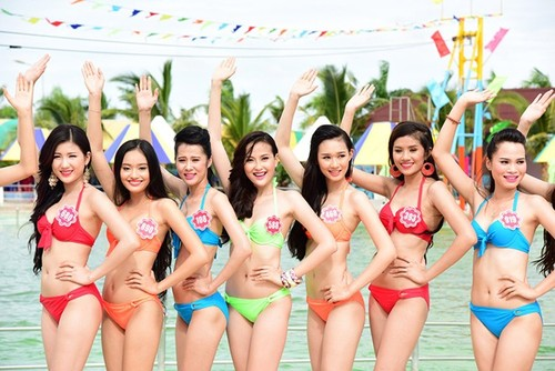 "Hoa hau dang la ""nghe"" hot kiem bon tien nhat trong gioi showbiz?-Hinh-2"